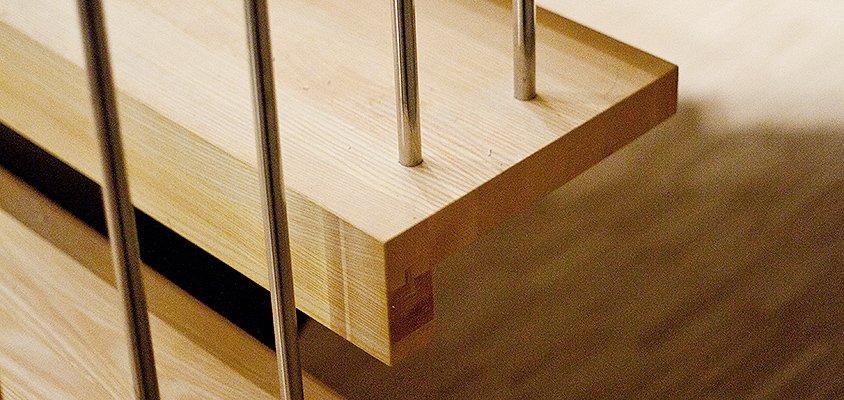 Nedvikt framkant ersätter b-lsiten i en öppen trappa